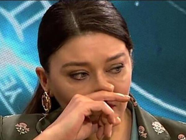 Anası itirən məşhur aktrisa efirdə hönkür-hönkür ağladı