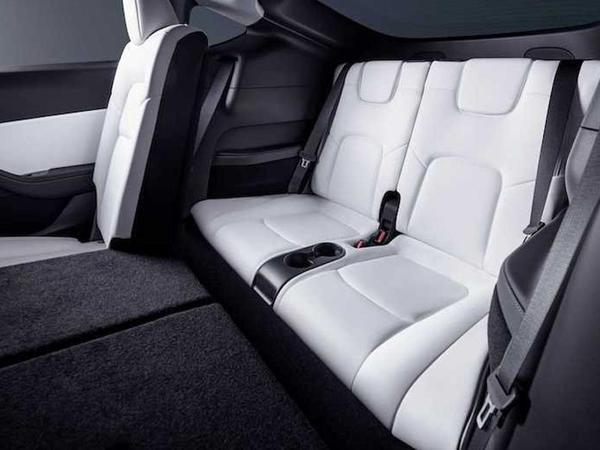 Tesla Model Y modelini üçüncü oturacaq cərgəsini nümayiş etdirib - VİDEO - FOTO