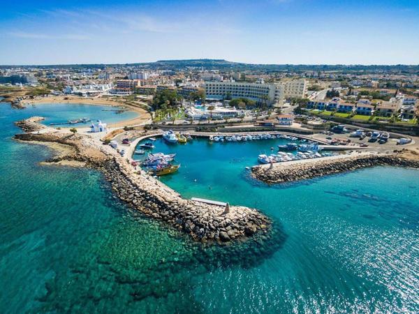 Kipr martın 1-dən sərhədləri açır