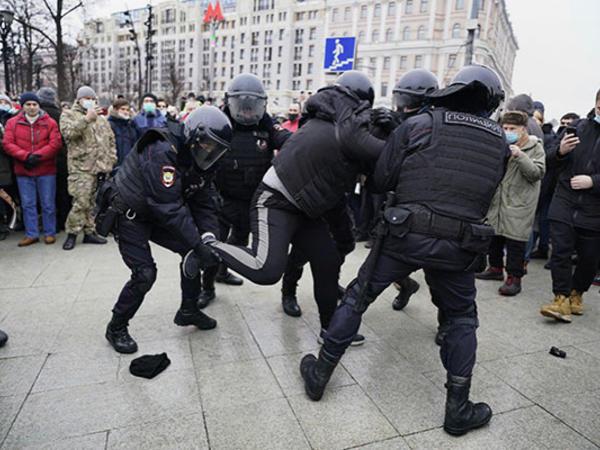 Rusiyada 600-dən çox aksiyaçı saxlanılıb