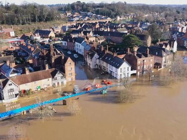 Böyük Britaniyada baş verən daşqın nəticəsində evlər su altında qalıb