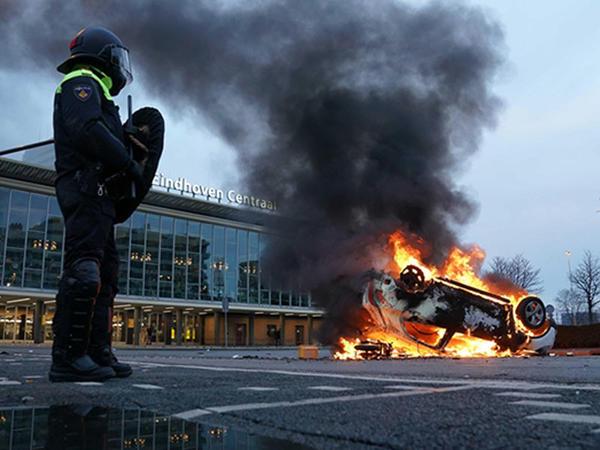 Niderlandda etiraz aksiyalarında 180 nəfər saxlanıldı - FOTO