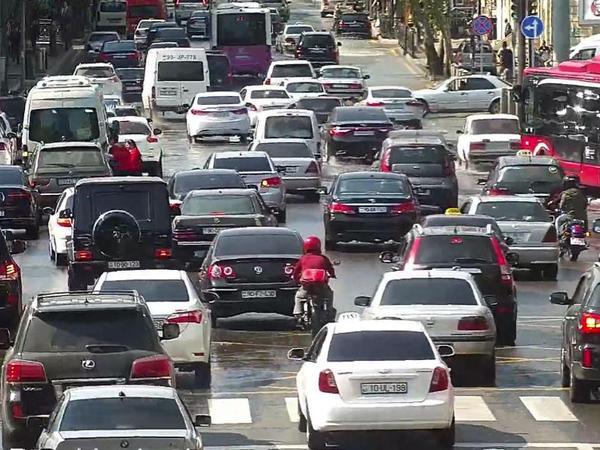 """Pandemiyadan sonra bizi gözləyən problem: yollarda sıxlıq artacaq - <span class=""""color_red"""">SƏBƏB</span>"""