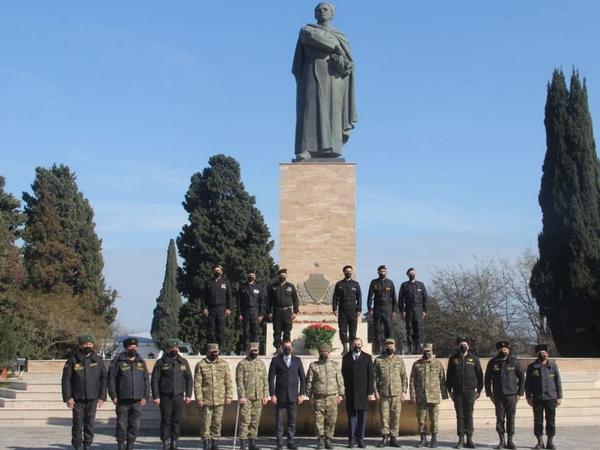 Vətən müharibəsinin qəhrəman tankçılarından bir qrupu general Həzi Aslanovun ata ocağını ziyarət edib - FOTO