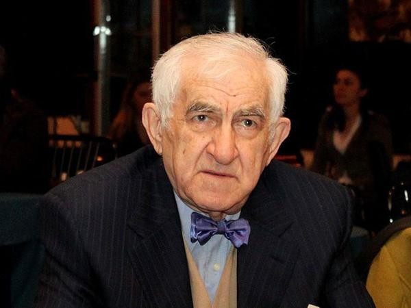 """Tofiq Bakıxanov """"Şərəf"""" ordeni ilə təltif edildi"""