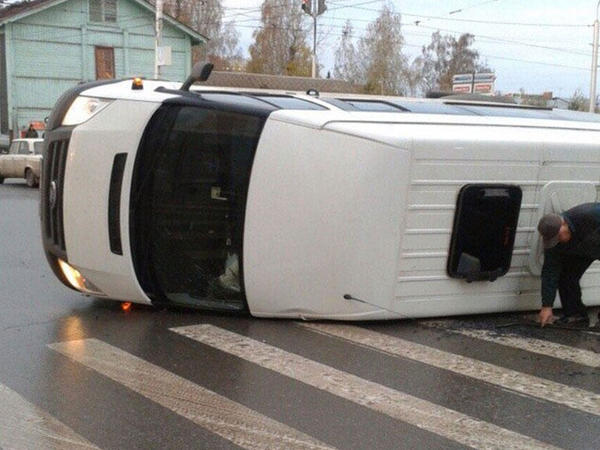 Yaponiyada məktəb avtobusu qəzaya uğrayıb