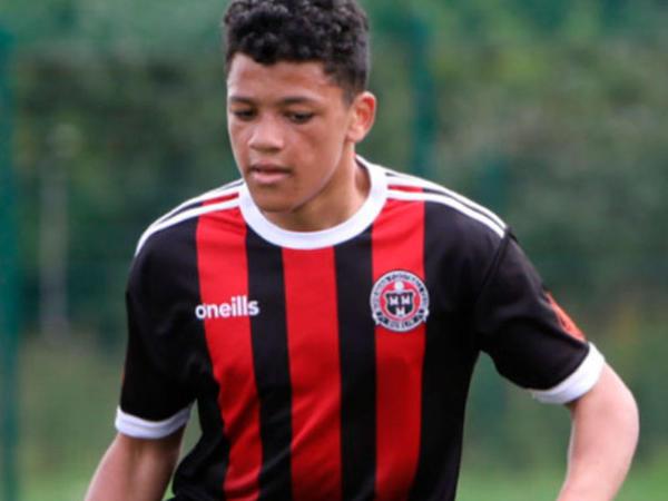 16 yaşlı futbolçu bıçaqlanaraq öldürüldü