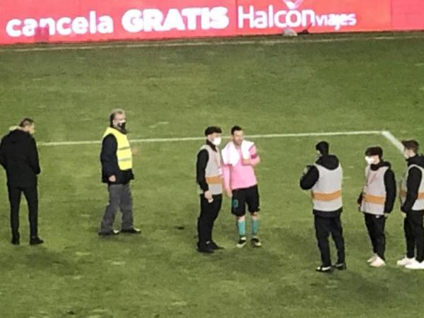 Messi oyundan sonra 20 dəqiqə meydanda qaldı