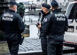 """Brüssel metrosunda sərnişinlərə silahlı hücum: <span class=""""color_red"""">5 nəfər yaralandı</span>"""