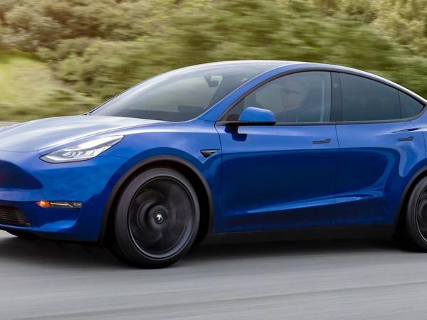 """""""Tesla"""" flaqman modellərinin qiymətini 5 min dollar artırdı"""