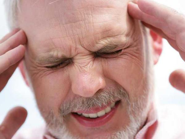 """Baş ağrısının <span class=""""color_red"""">DƏHŞƏTLİ SƏBƏBLƏRİ</span>"""