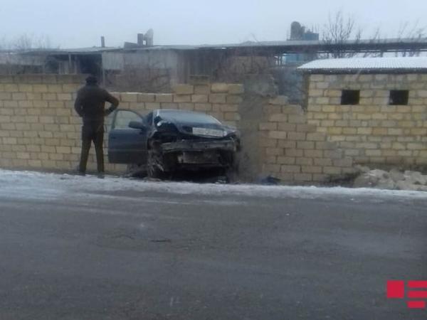 Samuxda iki avtomobil toqquşub - FOTO