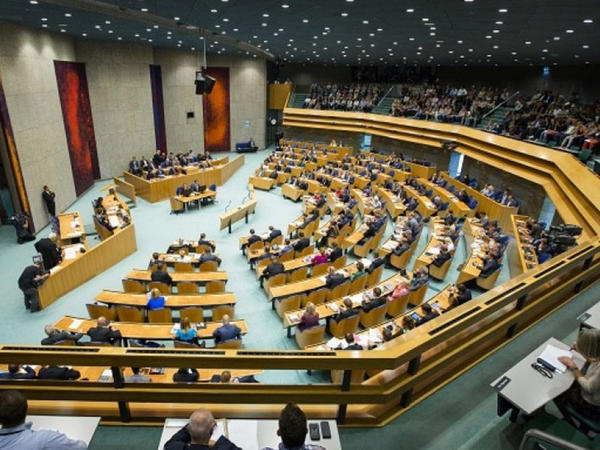 Hollandiya parlamenti də Çinin uyğurlara qarşı soyqırımını tanıdı