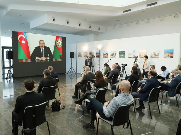 Prezident İlham Əliyev 4 saatdan çox davam edən konfransda 50-yə yaxın sualı cavablanıdırb