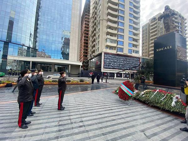 Zakir Həsənov Xocalı soyqırımı abidəsini ziyarət edib - FOTO