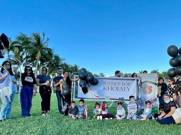 Floridada Xocalı faciəsi qurbanlarının xatirəsinə havaya şarlar buraxılıb - VİDEO