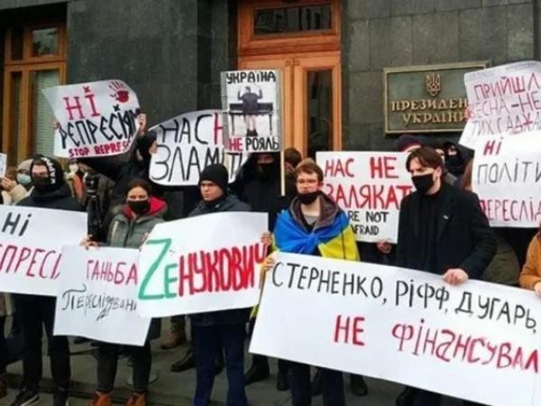 Ukrayna Baş prokurorunun ofisi pirotexnika ilə atəşə tutuldu