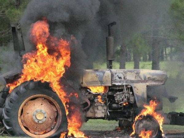 Şəmkirdə traktor yanıb