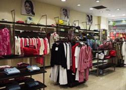 Mağazada üzərində söyüş yazılan qadın corabları satılır - FOTO