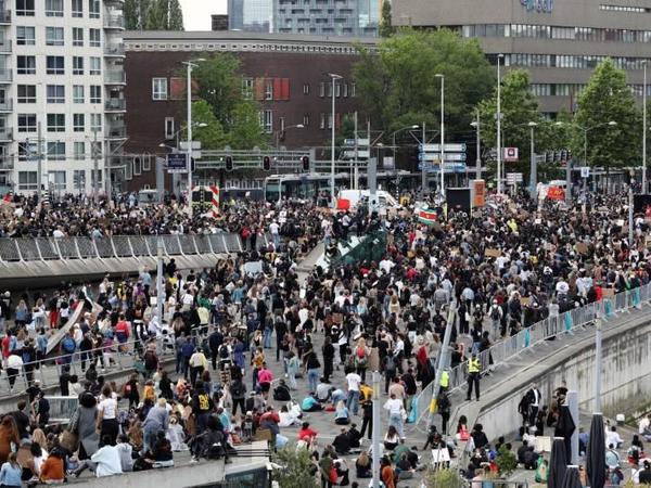 Amsterdamda etiraz aksiyası keçirilib, bir neçə nəfər saxlanılıb