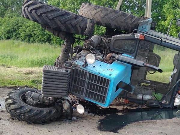 """&quot;TIR&quot;yol kənarında duran traktorla toqquşdu: <span class=""""color_red"""">ölən və xəsarət alanlar var</span>"""