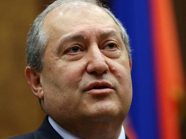 Sarkisyan Baş Qərargah rəisinin istefasını imzalamaqdan yenə imtina etdi
