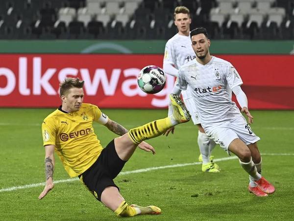 """""""Borussiya Dortmund"""" Almaniya futbol Kubokunun ilk yarımfinalçısı oldu"""