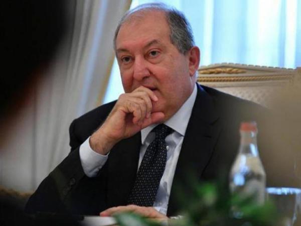 Ermənistan prezidenti ilə müxalifətin görüşü başladı