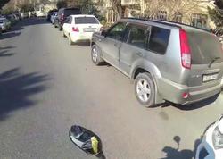 """Bakıda avtomobil motosikleti vurdu, kuryeri günahkar çıxarmağa çalışdı - <span class=""""color_red""""> VİDEO</span>"""