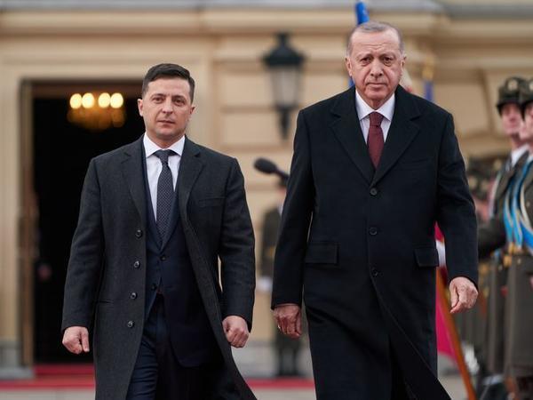 Zelenski helikopter qəzası ilə bağlı Türkiyəyə başsağlığı verib