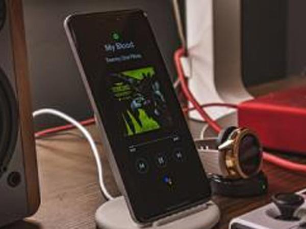 Smartfonun enerjisini saxlamaq üçün üsul açıqlanıb