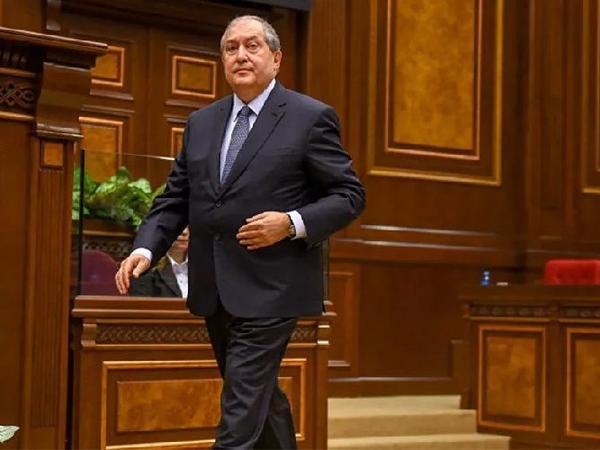 Ermənistan prezidenti müxalifət liderləri ilə görüşmək istədiyini deyib
