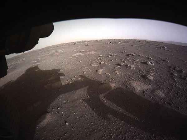"""""""Perseverance"""" Mars səthində ilk məsafələrini qət edib"""
