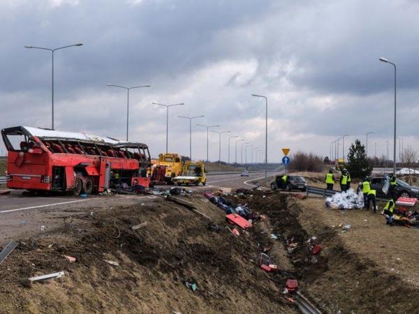 """Polşada sərnişin avtobusu qəzaya uğrayıb: <span class=""""color_red"""">5 ölü, 40 yaralı</span>"""