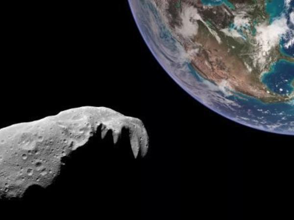 Təyyarə boyda asteroid Yerə yaxınlaşır