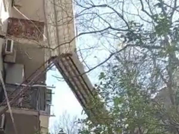 Güclü külək Bakıda fəsadlar törədib - VİDEO - FOTO