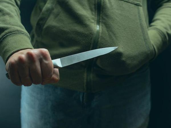 Bakı sakini evində bıçaqlanıb