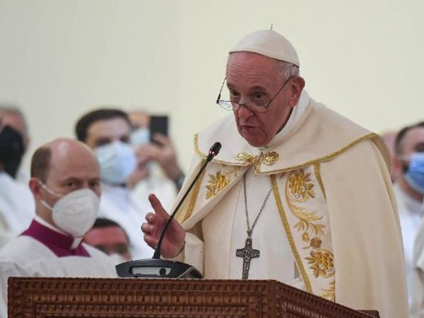 Papa qadınlara hörmət etməyə və onları qorumağa çağırdı