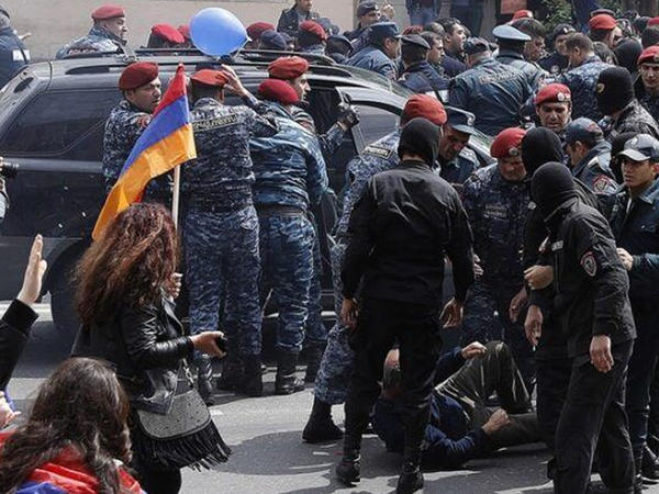 Yerevanda prezident iqamətgahının qarşısında aksiya keçirilir