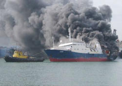 """Bakıda yanan gəmi söndürülüb - <span class=""""color_red"""">YENİLƏNİB - VİDEO</span>"""