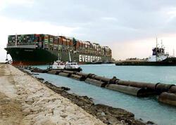 """Konteyner gəmisinin kanaldan çıxarılma <span class=""""color_red"""">VİDEOsu yayıldı</span>"""