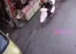 Moped sürücüsü ölümdən son anda xilas oldu - VİDEO