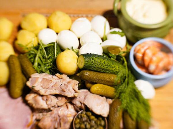 Yüksək təzyiq zamanı hansı qidaları yemək tövsiyə edilmir?
