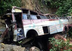 Hindistanda avtobus dərəyə düşüb, ən azı 10 nəfər ölüb