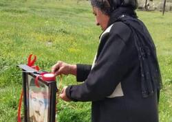 """28 ildən sonra şəhid oğlunun məzarını ziyarət etdi - <span class=""""color_red"""">FOTO</span>"""