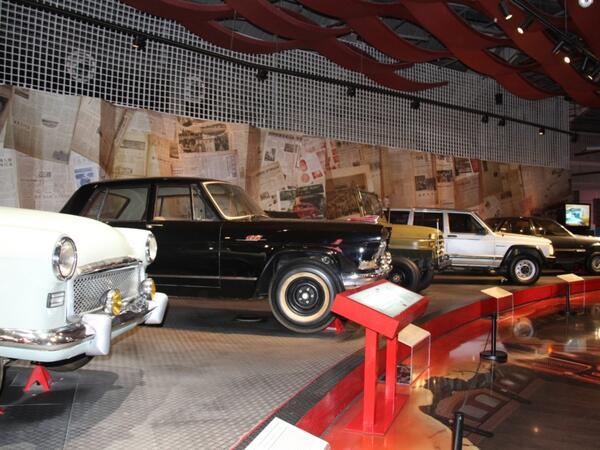 Klassik və nadir avtomobillərin nümayiş olunduğu Pekin avtomobil muzeyi - FOTO