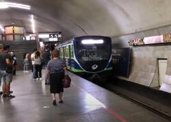 İrəvan metrosunda rus dilində olan lövhələr sökülür