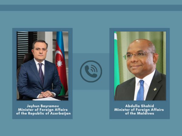 Ceyhun Bayramov Maldivin xarici işlər naziri ilə telefonla danışdı