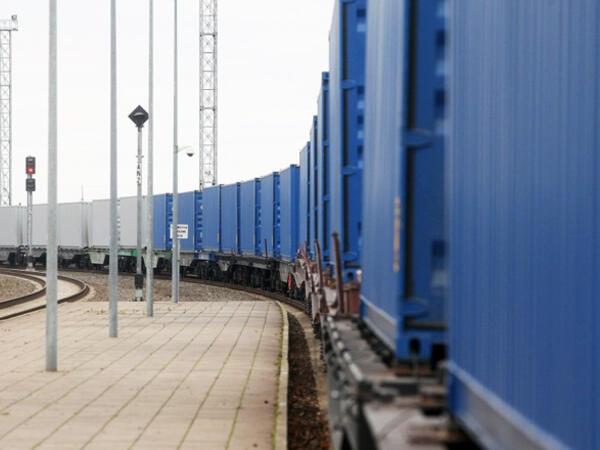 """""""TURKUAZ"""" layihəsi çərçivəsində ilk ekspres konteyner blok qatarı Bakıya çatıb"""