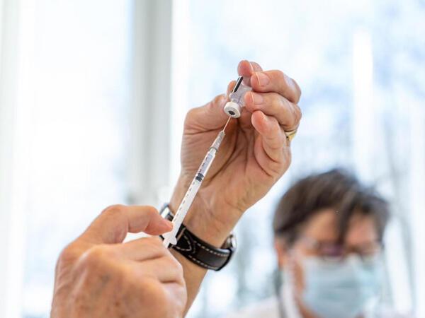İsveçrədə koronavirusa qarşı peyvənd olunmuş şəxslər özünütəcrid öhdəliyi daşımayacaq
